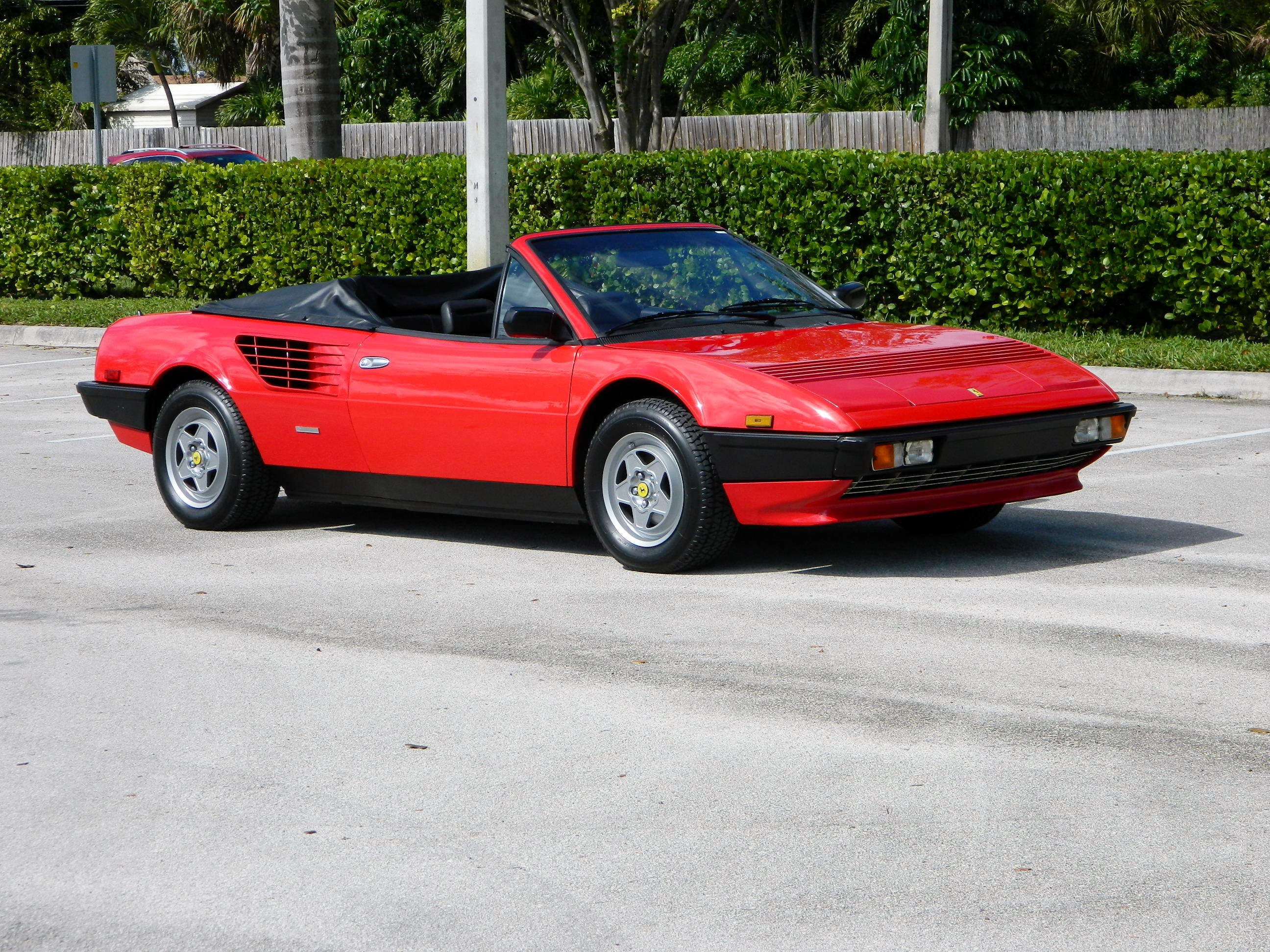 1985 ferrari mondial hollywood wheels auctions shows. Black Bedroom Furniture Sets. Home Design Ideas